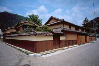 The Ikuno Town Development Craft Center, Izutsuya (Old Yoshikawa Mansion)